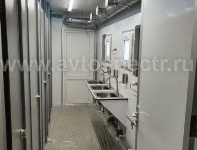 Мобильный санитарно-туалетный комплекс на базе полуприцепа.